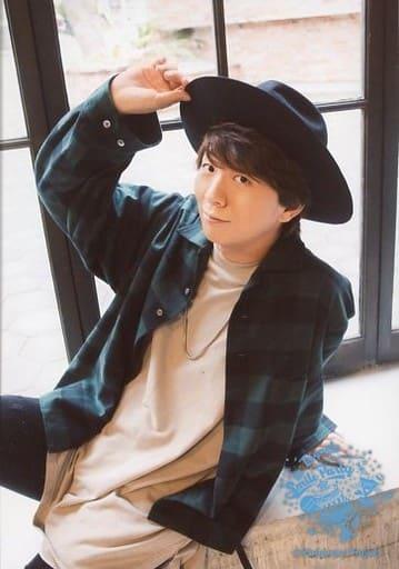 "Trignal/木村良平/膝上・衣装緑・右手帽子・窓辺/「Kiramune Presents Trignal 5th Anniversary Live ""SMILE PARTY""」ブロマイドセット(12月2日ver.)"