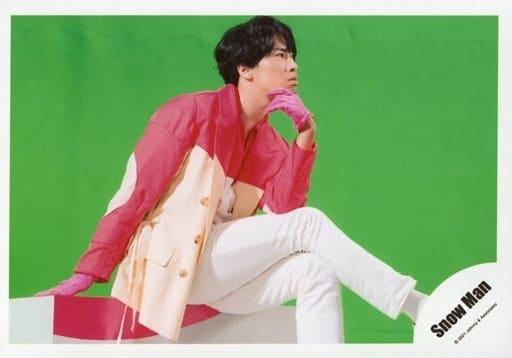 Snow Man/宮舘涼太/横型・座り/シングル「Grandeur」MV&ジャケ写オフショット/公式生写真