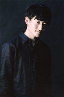 福井裕一/上半身・衣装黒・右向き・微笑・背景黒・ポストカードサイズ/BSP(ブルーシャトルプロディース)「ゼロ・ファイター」生写真