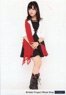 モーニング娘。'14/鈴木香音/全身・衣装白黒赤・両手合わせ・右膝曲げ・顔斜め左向き/公式生写真