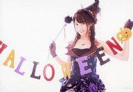 上野優華/横型・膝上・衣装紫・帽子・ハロウィン/CD「好きになってもいいですか? / 大切なあなた(Type-B」(KICM-1543)初回プレス分封入特典生写真