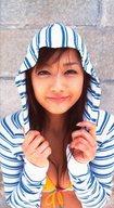 工藤里紗/上半身・衣装水着・黄色・パーカー・白・水色・ボーダー柄・フード被り・サイズ(70×126)/PSP「ファインダーラブ 工藤里紗 ~ファーストショットは君と。~」特典生写真