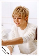 Hey!Say!JUMP/薮宏太/バストアップ・衣装白・左手前・笑顔・背景白/16-17冬 コンサートグッズ撮影/公式生写真