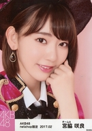 宮脇咲良/顔アップ・背景ピンク色/AKB48 2017年2月度 net shop限定個別生写真「2017.02」「ピンク鼓笛隊」衣装