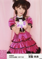 宮脇咲良/膝上・背景ピンク色/AKB48 2017年2月度 net shop限定個別生写真「2017.02」「ピンク鼓笛隊」衣装