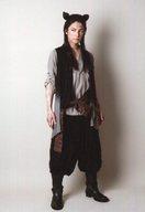 和田琢磨(一郎)/全身・衣装グレー・黒・目線左・両手下・背景白・キャラクターショット/ミュージカル『冒険者たち』~The Gamba 9~