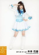 木本花音/全身・衣装白.水色.青・右手敬礼・左手腰/「2011.03」公式生写真