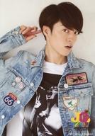 Love-tune/森田美勇人/上半身・衣装白青・デニム・右手指差し頭・顔右向き/「Johnny's GINZA 2017」オリジナルフォト