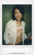 dream/山本紗也加/上半身・衣装白・ピンク・緑・ボーダー柄・右手腰・左手にカメラ/「dream PARTY2」物販生チェキ