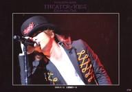 L'Arc ~en ~Ciel/hyde/ライブフォト・横型・バストアップ・衣装黒・帽子・右手マイク口元・「2008.01.12 大阪城ホール」/「TOUR 2007-2008 THEATER OF KISS」メモカぴあ(ぴあメモリアルカードサービス)