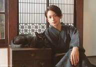 橋本祥平/横型・膝上・衣装黒・和服・座り・猫/写真展「ねこ男子」個人ブロマイド