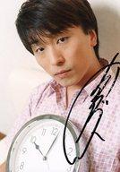 ☆関智一/直筆サイン入り・バストアップ・シャツピンク・時計/イベント「王子とお頭のかなりいけてます!」会場限定販売生写真
