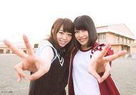 峯岸みなみ・横山由依/横型/CD「唇にBe My Baby」キャラアニ特典生写真