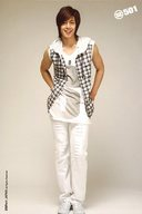 SS501/キム・ヒョンジュン(リーダー)/全身・衣装白・両手体の後ろ・ポストカードサイズ/公式生写真