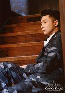 Kinki Kids/堂本剛/膝上・座り・衣装黒.グレー・階段/KinKi Kids Concert 2015-2016