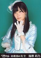 指原莉乃/AKBS-20111/12・上半身・左手パー/CD「幼稚園の先生」ホールVer