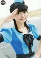 ぱすぽ☆/槙田紗子/上半身・衣装水色青・右手パー・左手腰・空港/公式生写真