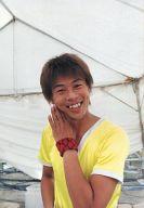 野生爆弾/ロッシー/上半身・衣装黄色・左手顔・笑顔/beseよしもと base SUMMER SMILE 生写真