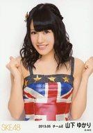 山下ゆかり/イギリス国旗衣装・上半身/「2013.05」ランダム公式生写真