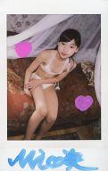 早坂美咲/水着白・ベッドに座り・直筆サイン入り/DVD「ひまわり11号」特典生チェキ
