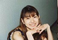 モーニング娘。/石黒彩/横型・バストアップ・衣装黒・両手組み・笑顔・右向き・枠無し/公式生写真