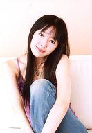 田中理恵/衣装紫・座り・左膝立て・ソファ白/公式生写真