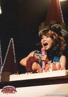 中川翔子/ライブフォト・バストアップ・衣装青・左手マイク/マジカルツアー 2009~WELCOME TO THE SHOKO☆LAND~
