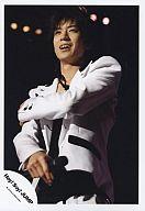 Hey! Say! JUMP/中島裕翔/ライブフォト・上半身・衣装白・右手マイク・背景黒・体左向き/公式生写真