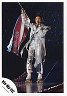 Kis-My-Ft2/横尾渉/衣装銀・全身・旗・ローラースケート・ライブフォト/公式生写真