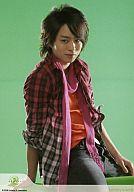嵐/櫻井翔/膝上・座り・シャツチェック・ストールピンク・背景黄緑・johnny's web/公式生写真