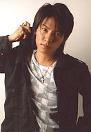 RUN&GUN/上山竜司/上半身・衣装黒・右手襟/舞台「RUN&GUN Stage『ブルーシーツ』