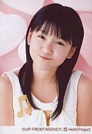 モーニング娘。/光井愛佳/バストアップ・衣装白・笑顔・背景ピンク・首傾げ/モーニング娘。コンサートツアー2007春~SEXY 8ビート~