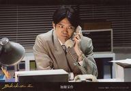 益山武明(加藤栄作)/横型・上半身・衣装グレー・左手受話器・室内/僕声2 ヴィレッジヴァンガード限定ランダムブロマイド