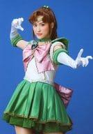 楓(セーラージュピター)/膝上・背景青・キャラクターショット/ミュージカル『「美少女戦士セーラームーン」-Le Mouvement Final-』物販生写真