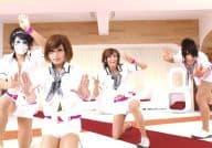 ゴールデンボンバー/集合(4人)/横型・全身・衣装白・両手パー・チョキ・「女々しくて K-POPバージョン」/公式生写真