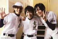 "Rosa Ozawa (Eiji Sawamura), Tomonori Hirose (Akatsuki Yukiya), Takuma Wada (Mr. Kazuya Miyuki) / Horizontal · Knee · Uniform White · Black · Glasses · Hat · Wada Right Hand Par · Hiruse Left Hand Peace · Character Shot · Post Card Size / DVD ""A The LIVE of Diamonds"" Enclosed Bonus Life Photo"